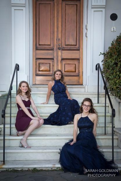 high school juniors posing on steps