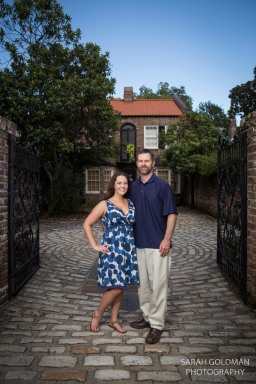 couple in front of historic home in charleston sc